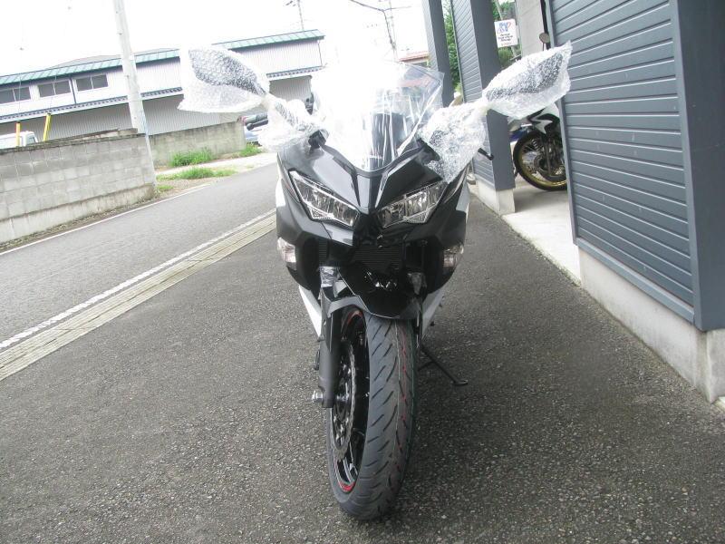 新車バイク カワサキ Ninja400 2020年モデル ホワイト まえ側