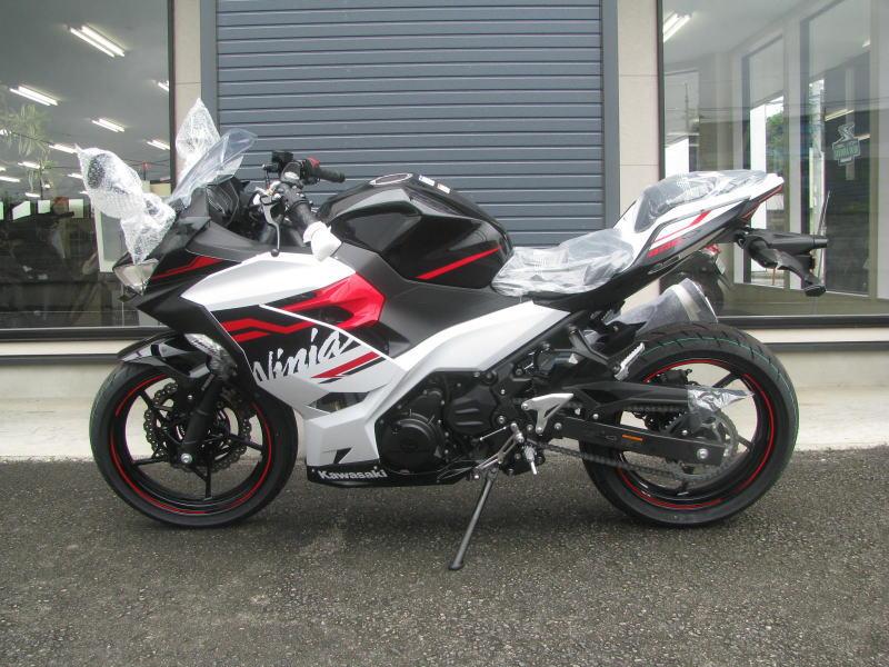 新車バイク カワサキ Ninja400 2020年モデル ホワイト ひだり側