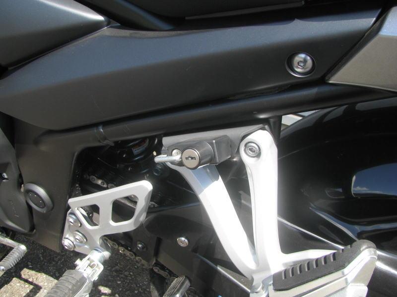 中古車 スズキ バイディット1250F グレイ ヘルメットホルダー
