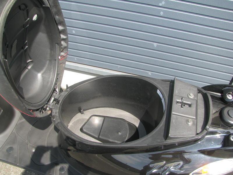 中古車バイク ヤマハ JOGZR ブラック シートボックス