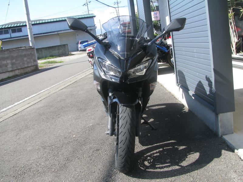 中古車バイク カワサキ NINJA400(ABS付) ブラック まえ側