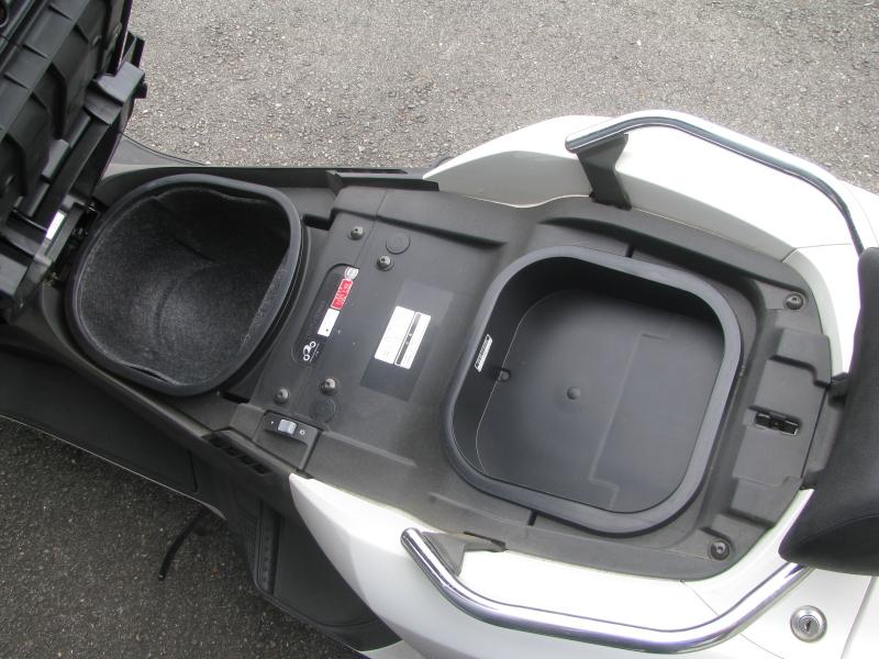 中古車 ヤマハ マグザム(MAXAM) ホワイト シートボックス