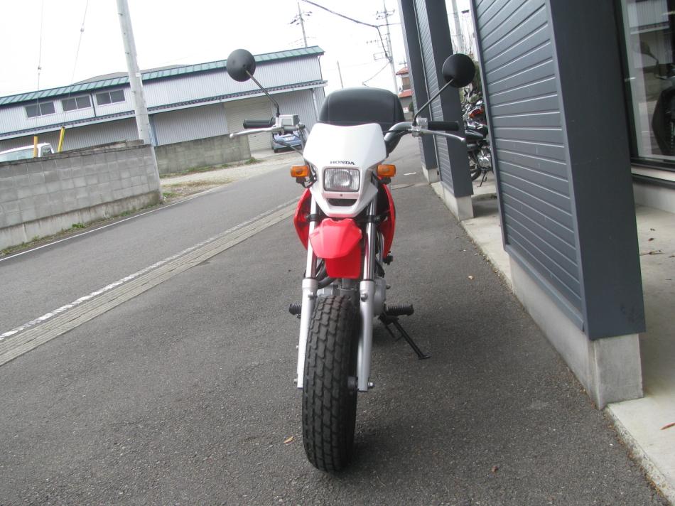 中古車バイク ホンダ XR50モタード(XR50motard) レッド まえ側