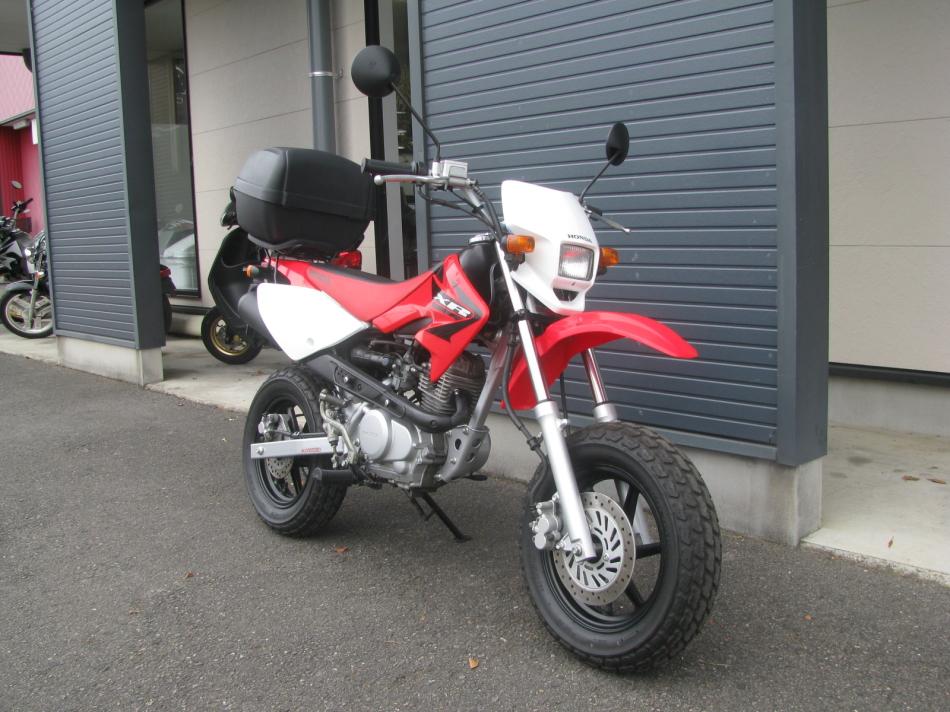中古車バイク ホンダ XR50モタード(XR50motard) レッド 右まえ側