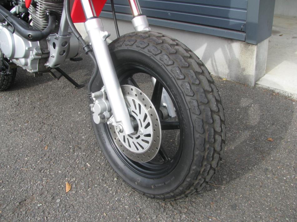 中古車バイク ホンダ XR50モタード(XR50motard) レッド フロントタイヤまえ側