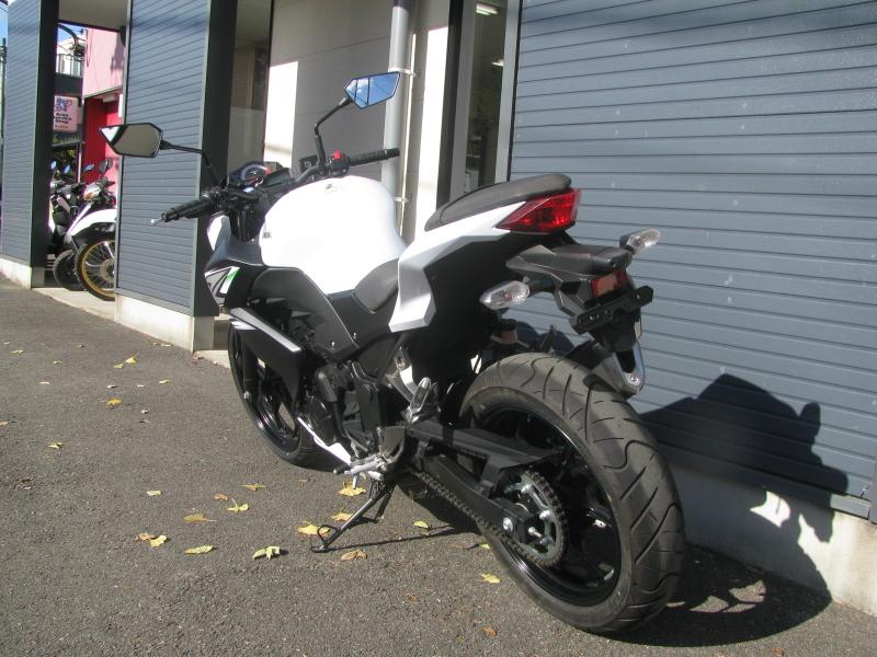 中古車バイク カワサキ Z250 ホワイト(白) 後ろ側