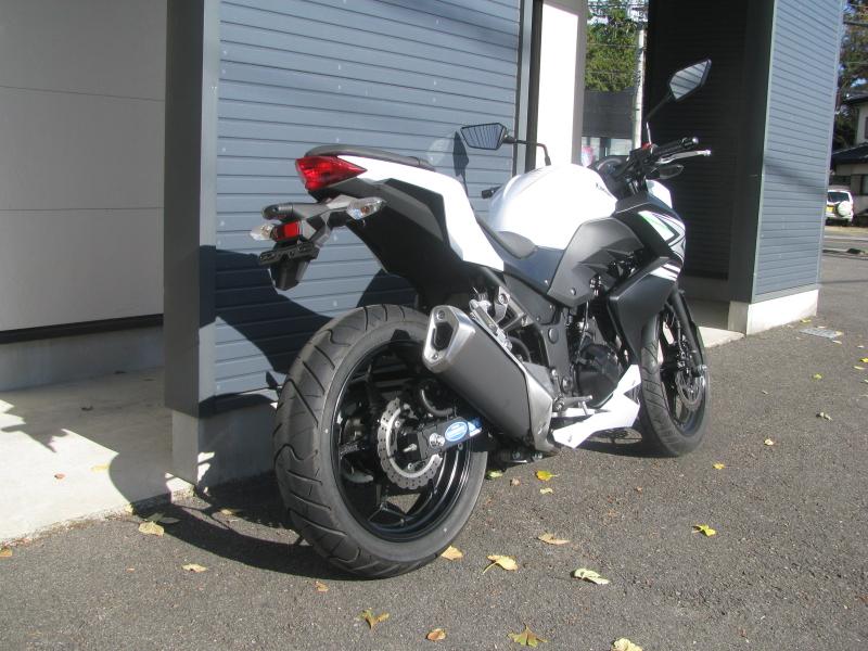 中古車バイク カワサキ Z250 ホワイト(白) 右後ろ側