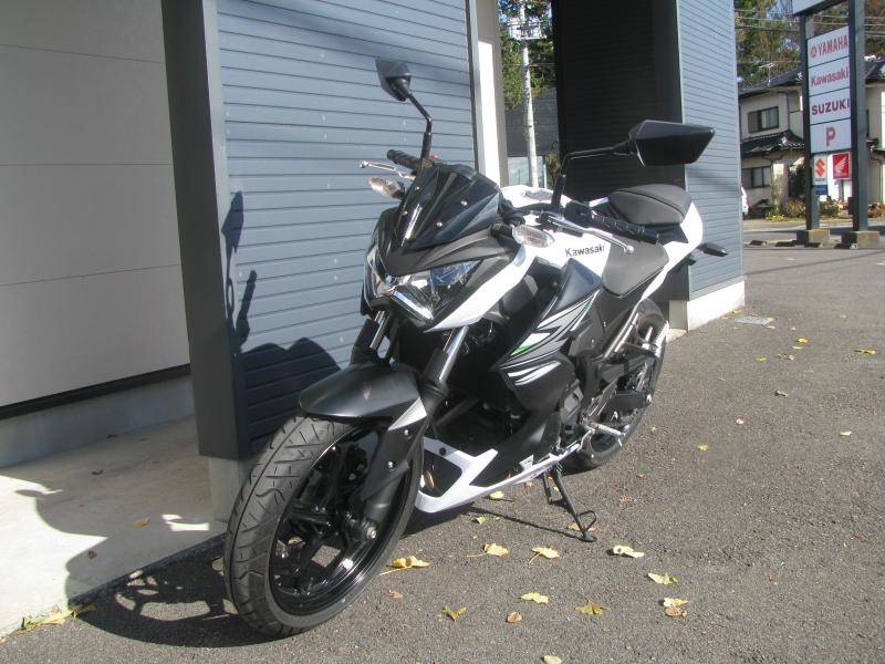 中古車バイク カワサキ Z250 ホワイト(白) 左まえ側
