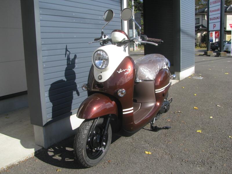 新車バイク ヤマハ ビーノ(VINO) ブラウン 左まえ側