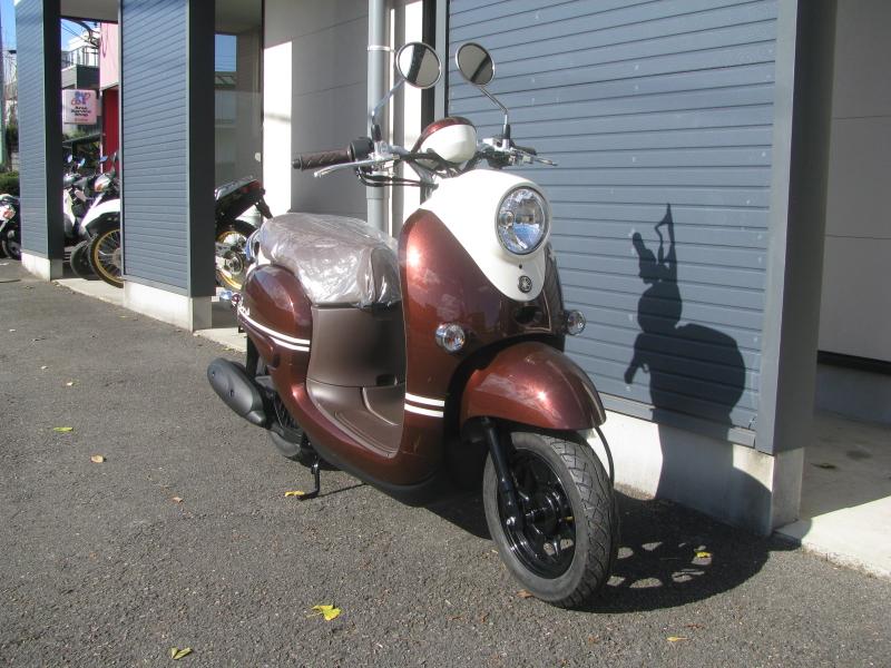 新車バイク ヤマハ ビーノ(VINO) ブラウン 右まえ側