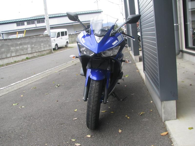 中古車バイク ヤマハ YZF-R25 ABS ブルー/シルバー まえ側