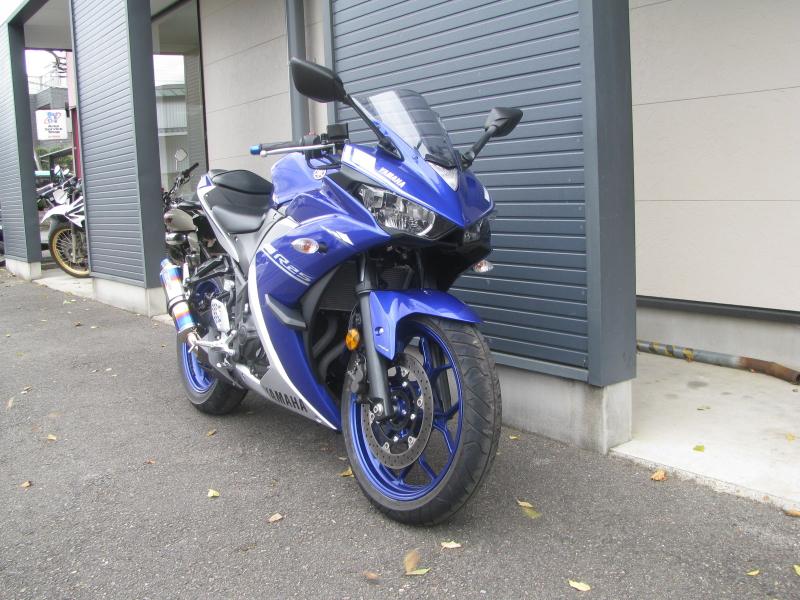 中古車バイク ヤマハ YZF-R25 ABS ブルー/シルバー 右まえ側