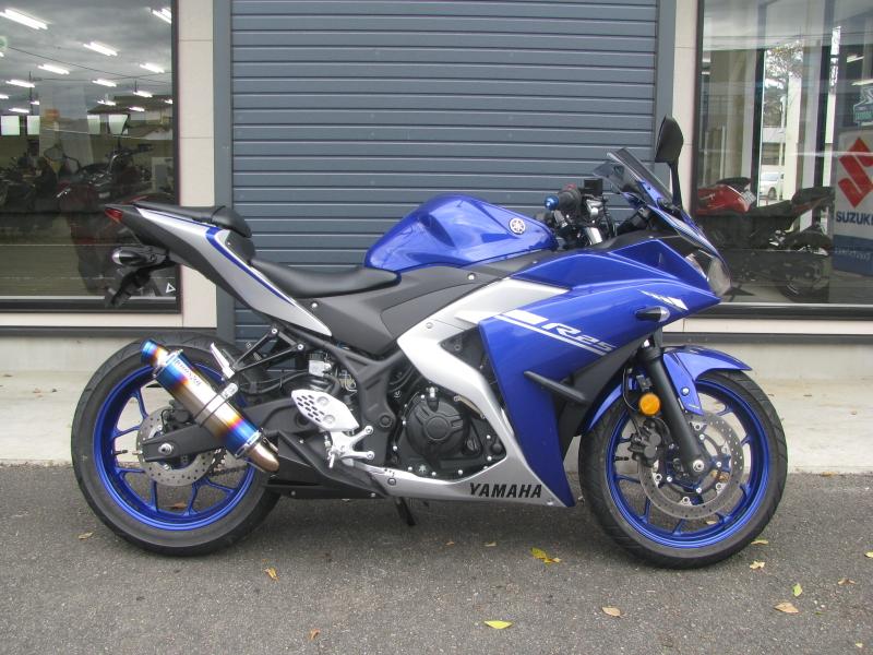 中古車バイク ヤマハ YZF-R25 ABS ブルー/シルバー みぎ側