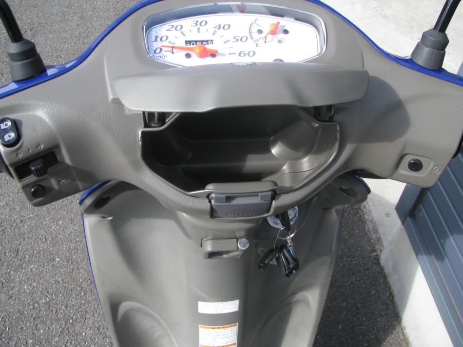 中古車 スズキ レッツ5 ブルー(青) メーターパネルのポケット