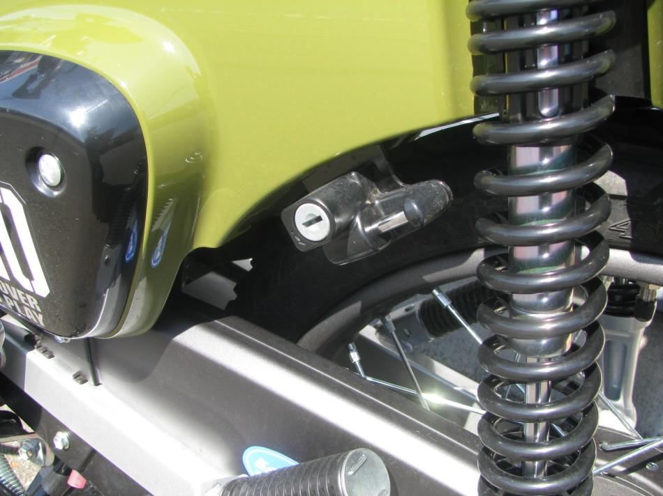 中古車 ホンダ クロスカブ110 グリーン ヘルメットホルダー