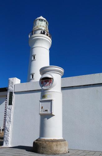 ツーリング 犬吠埼灯台 白いポストと灯台 写真中