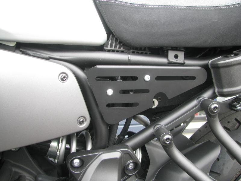 中古車 ヤマハ XSR700 マットシルバー サイドカバー