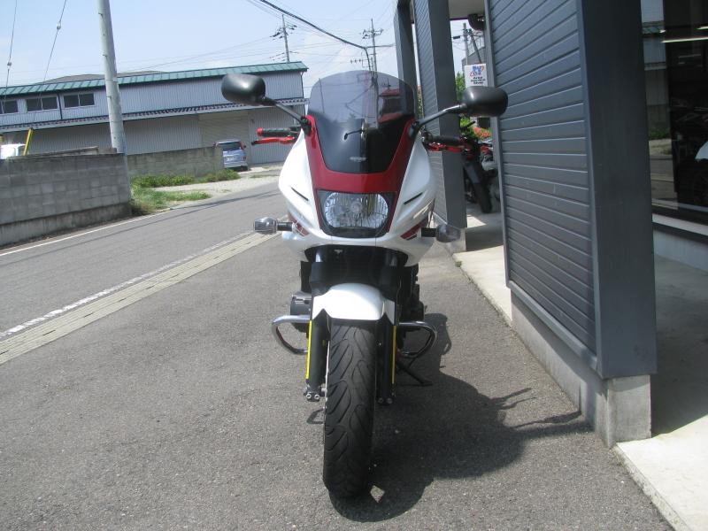 中古車 ホンダ CB400スーパーボルドール レッド/ホワイト(赤/白) まえ側