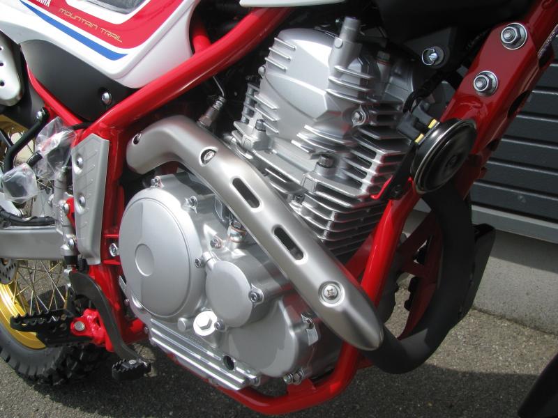 新車 ヤマハ セロー250ファイナルエディション レッド/ホワイト(赤/白) エンジン周り