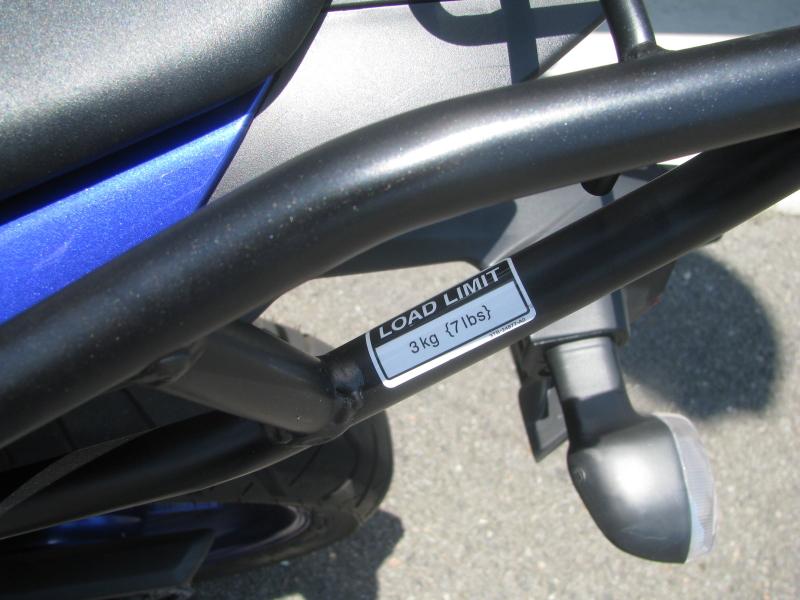 中古車 ヤマハ YZF-R25 ブルー(青) オプション品のリアキャリアの積載量