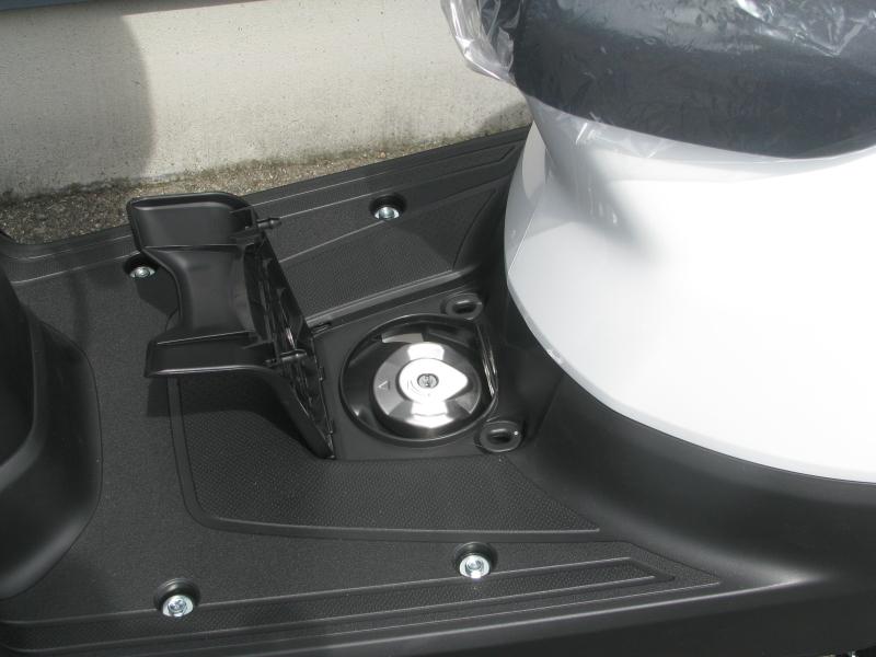 新車 ホンダ タクト(TACT) ホワイト タンクキャップ