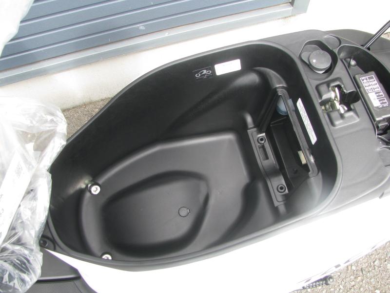 新車 ホンダ タクト(TACT) ホワイト シートボックス