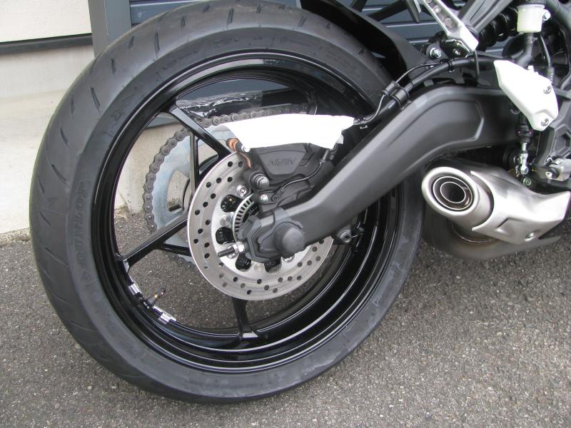 新車バイク カワサキ Ninja ZX-25R ブラック リヤホイール