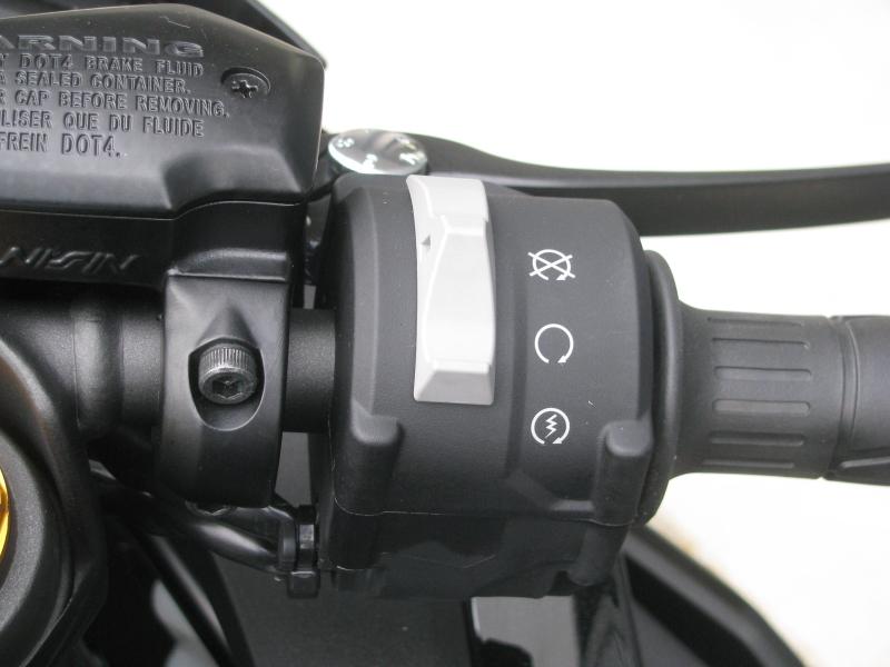 新車バイク カワサキ Ninja ZX-25R ブラック 右ハンドルスイッチ