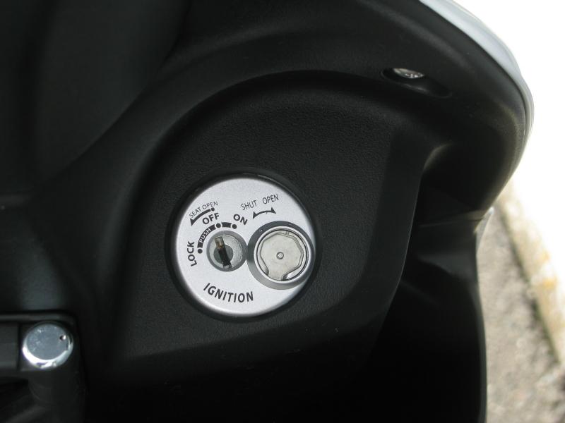 新車 スズキ アドレスV50 ホワイト キーシリンダー