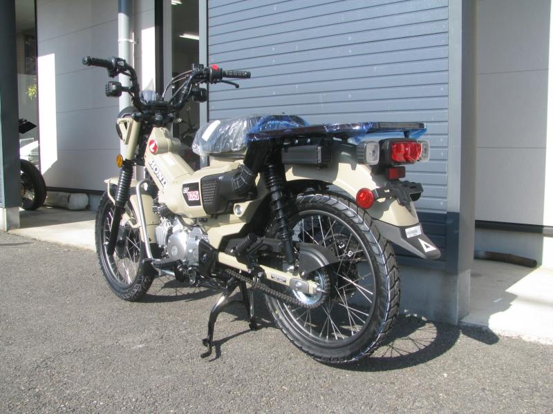 新車バイク ホンダ ハンターカブ(CT125) ブラウン 左うしろ側