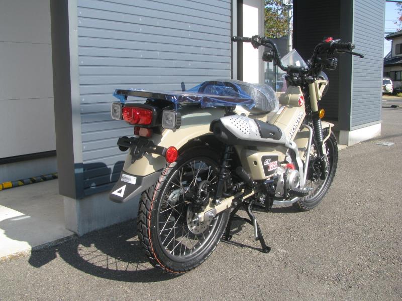 新車バイク ホンダ ハンターカブ(CT125) ブラウン 右うしろ側