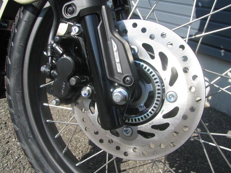 新車バイク ホンダ ハンターカブ(CT125) ブラウン フロントブレーキとABS