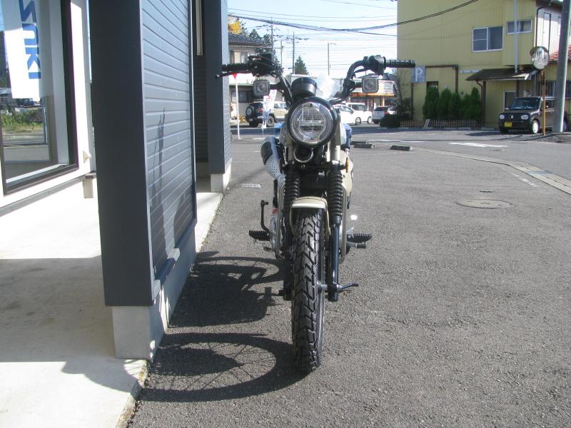 新車バイク ホンダ ハンターカブ(CT125) ブラウン 正面
