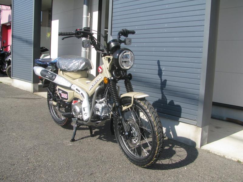 新車バイク ホンダ ハンターカブ(CT125) ブラウン 右まえ側