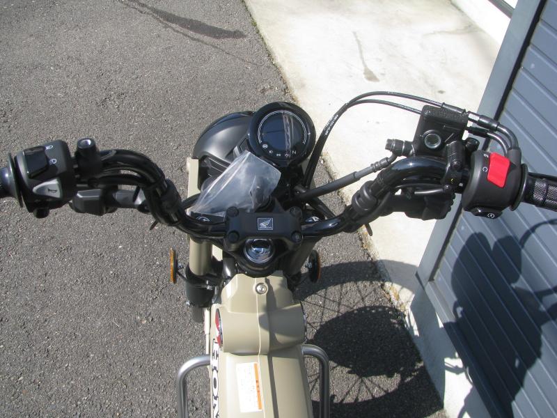 新車バイク ホンダ ハンターカブ(CT125) ブラウン メーターパネル