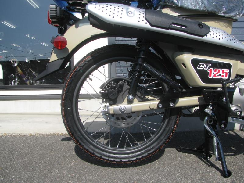 新車バイク ホンダ ハンターカブ(CT125) ブラウン リヤホイール