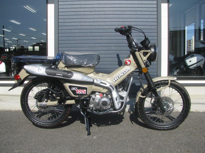 新車バイク ホンダ ハンターカブ(CT125) ブラウン みぎ側