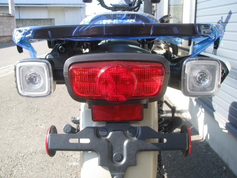 新車バイク ホンダ ハンターカブ(CT125) ブラウン テールランプとリヤウィンカー
