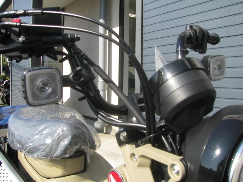 新車バイク ホンダ ハンターカブ(CT125) ブラウン フロントウィンカー