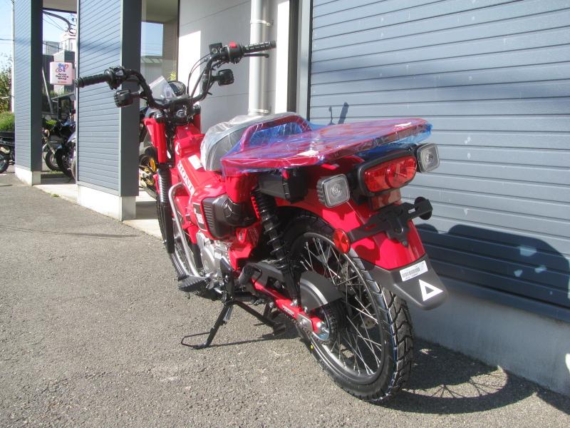 新車バイク ホンダ ハンターカブ(CT125) レッド 左うしろ側