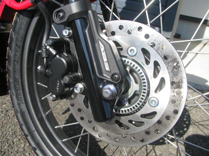 新車バイク ホンダ ハンターカブ(CT125) レッド フロントディスクブレーキとABS