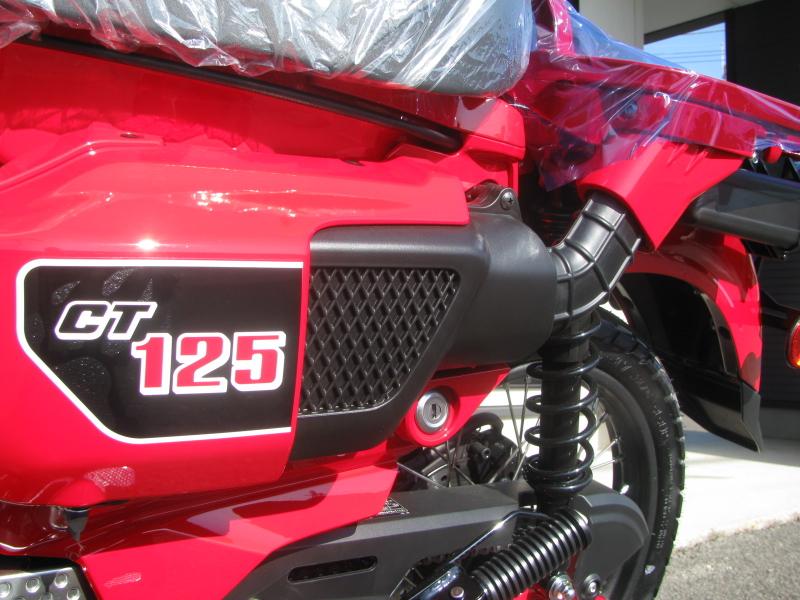 新車バイク ホンダ ハンターカブ(CT125) レッド エアクリーナ