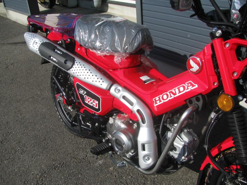 新車バイク ホンダ ハンターカブ(CT125) レッド エキゾーストマフラー
