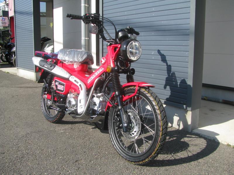新車バイク ホンダ ハンターカブ(CT125) レッド 右まえ側