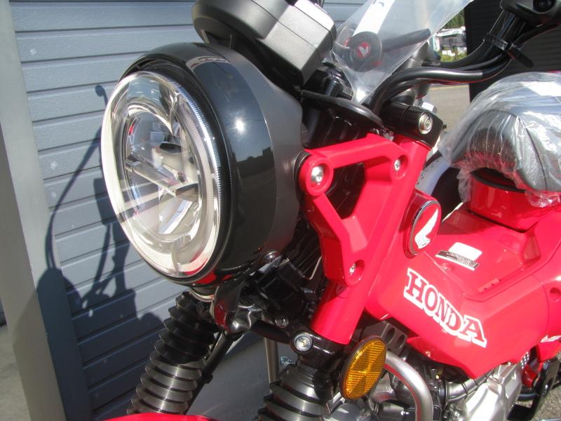 新車バイク ホンダ ハンターカブ(CT125) レッド ヘッドライト