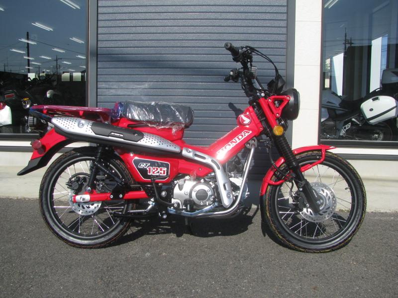 新車バイク ホンダ ハンターカブ(CT125) レッド みぎ側