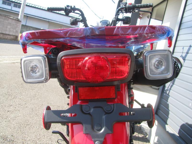 新車バイク ホンダ ハンターカブ(CT125) レッド テールランプとリヤウインカー