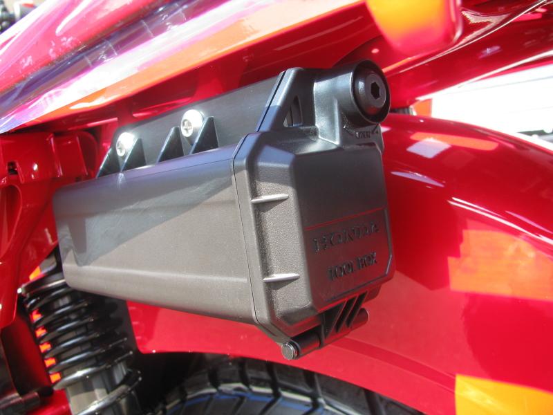 新車バイク ホンダ ハンターカブ(CT125) レッド ツールボックス