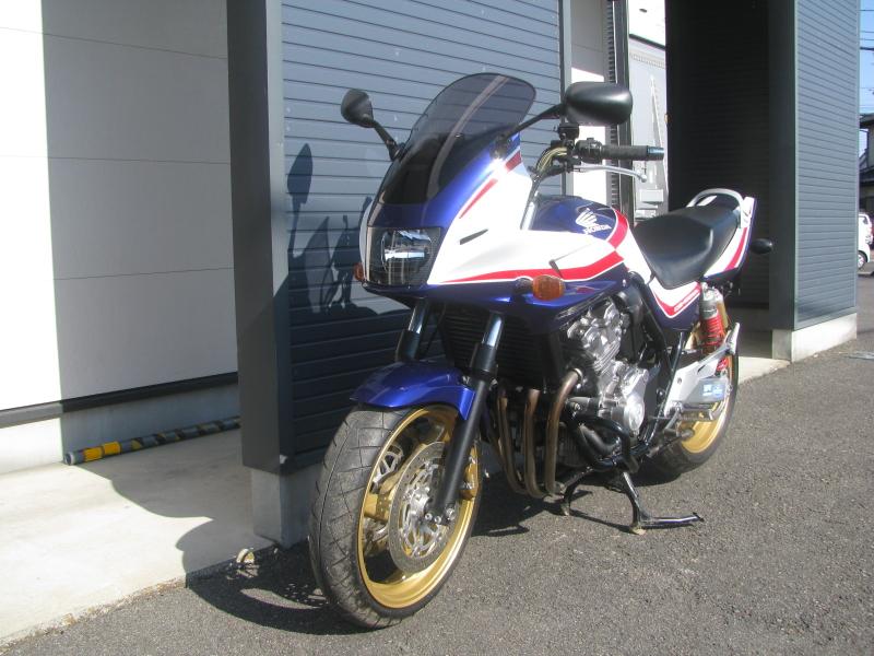 中古車バイク ホンダ CB400SB(スーパーボルドール) ブルー/ホワイト 左まえ側