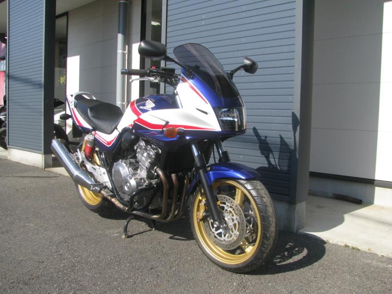 中古車バイク ホンダ CB400SB(スーパーボルドール) ブルー/ホワイト 右まえ側